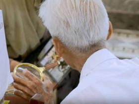 越南最后一位「写信员」89岁还没退休